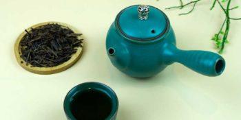 Für Houjicha Tee wird Grüner Tee wie Kaffee geröstet